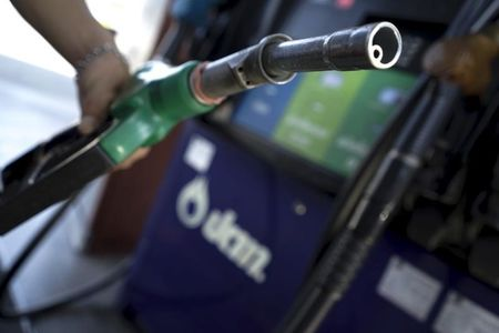 Oil Stays Under $30 Despite Checks, Tax Deferral Planned for Americans